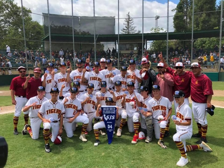 Varsity Baseball Team Wins State Championship