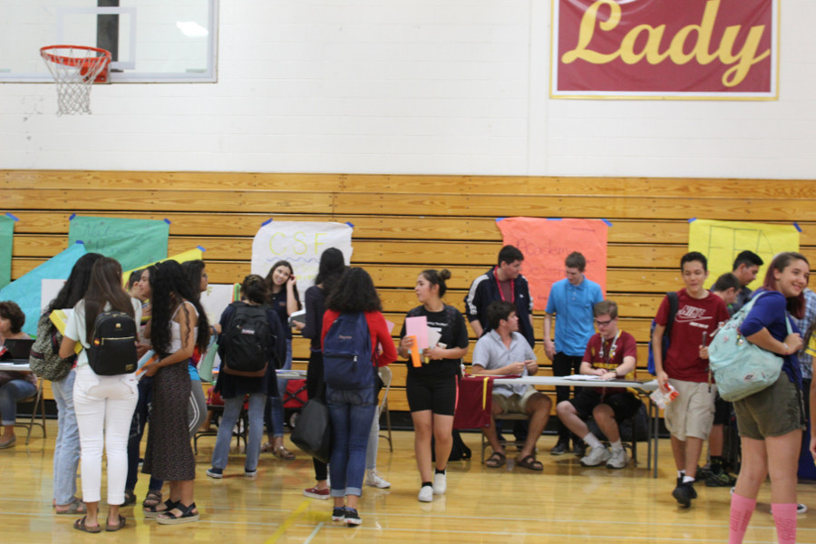 Students sign up for various clubs.